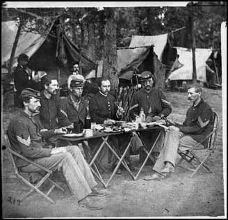 Civil-War-Soldiers-Eating-Food